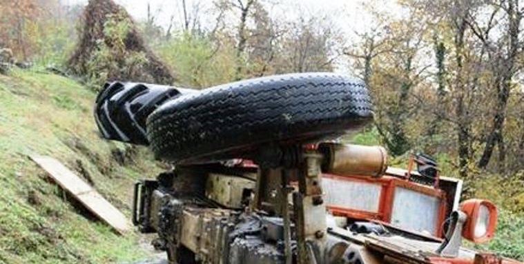 Agricoltore schiacciato da trattore