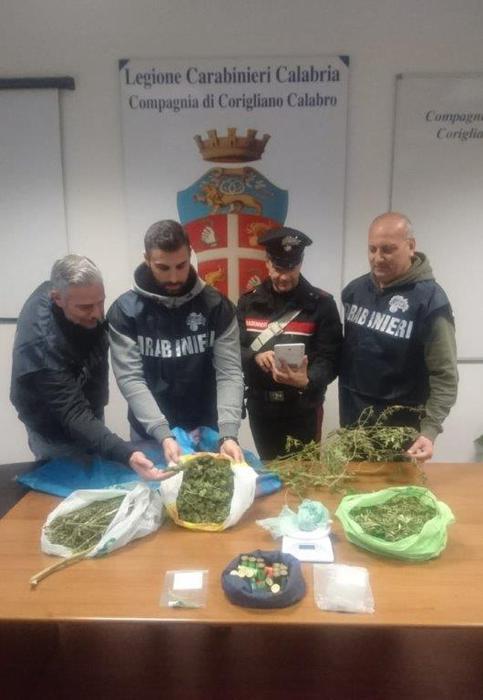 Trovati droga e munizioni