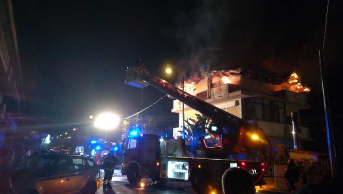 Incendio in un palazzo a Limbadi, nessun ferito