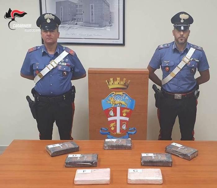 Trasportava 7,5 kg di cocaina in auto, arrestato poliziotto