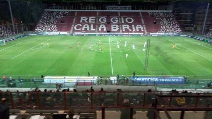 Calcio: reagisce a invito uso mascherina, Daspo tifoso Reggina