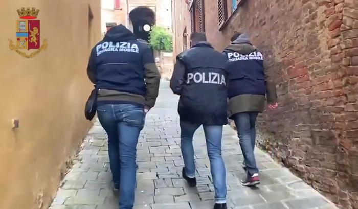 Droga: polizia arresta barman a Corigliano Rossano