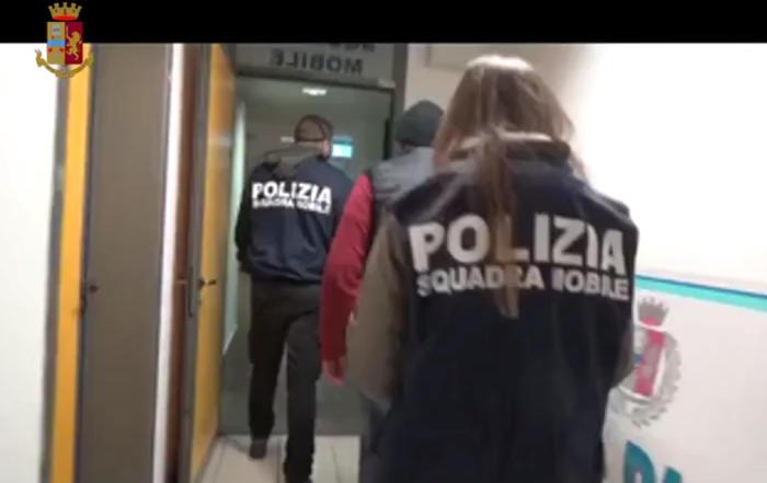 Armi: arsenale scoperto da Polizia a Roggiano Gravina