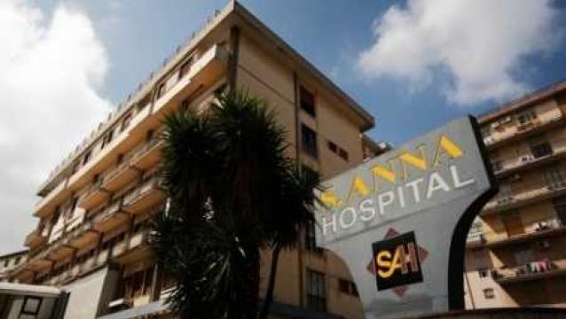 Protesta lavoratori S.Anna su tetto clinica e Ponte Morandi
