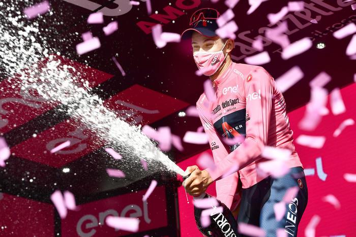 Giro d'Italia in Calabria: Ganna, io in fuga? Me l'ha detto Thomas